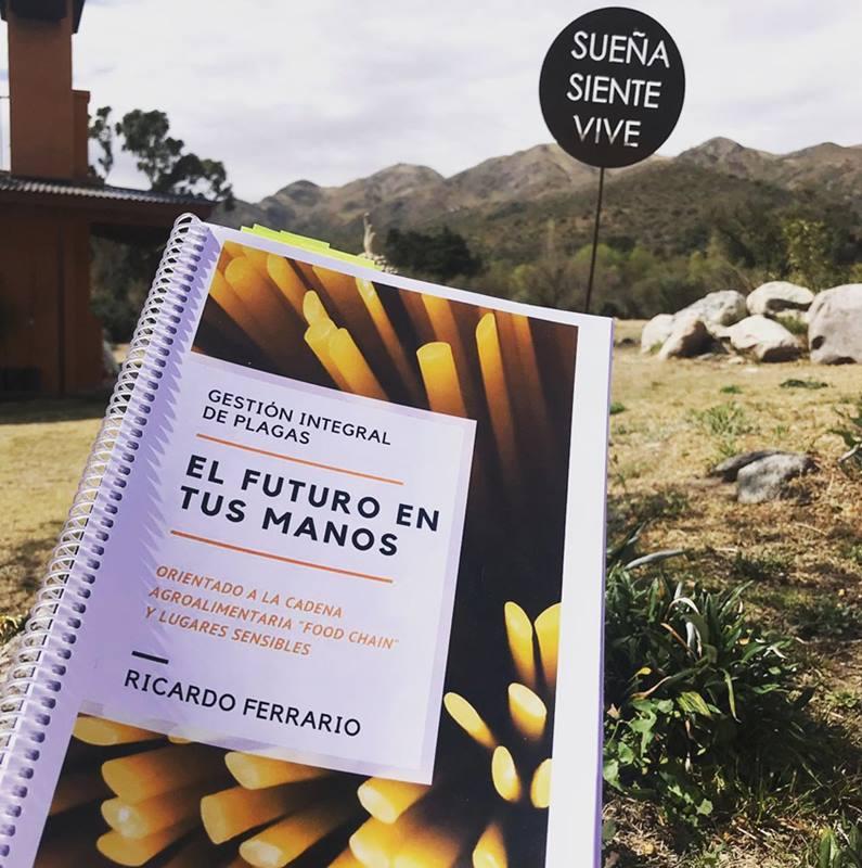 "Libro ""Gestión Integral de Plagas"", por Ricardo Ferrario."